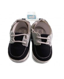 Boat shoes with stripes